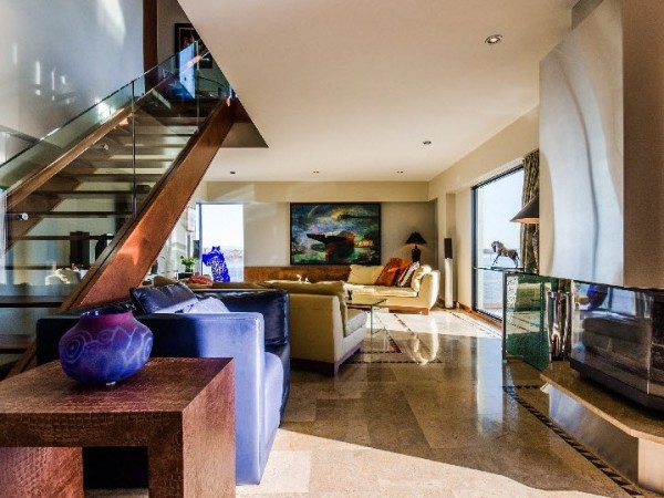 This Habitat 67 penthouse is currently on sale for 1,8 M$.